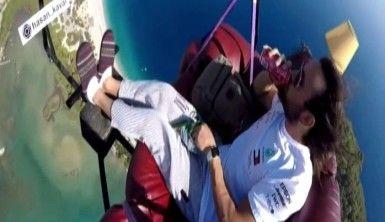 Gökyüzünde televizyon izleyen paraşüt pilotu Avustralya basınında