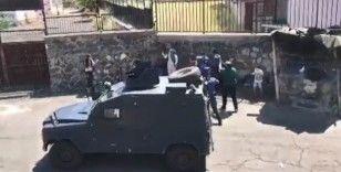 Babaları tarafından rehin alınan 3 çocuk polisin çalışması ile kurtarıldı
