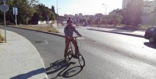 Korona virüsüne karşı işe bisikletle gidip geliyor