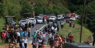 Rize-Erzurum karayolu sel nedeniyle ulaşıma kapandı