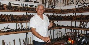 Türkiye'nin ilk çekiç koleksiyonunu kurdu
