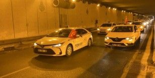 Sultanbeyli'deki taksicilerden 15 Temmuz konvoyu