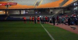 Fatih Terim Stadyumu'nda elektrikler gitti