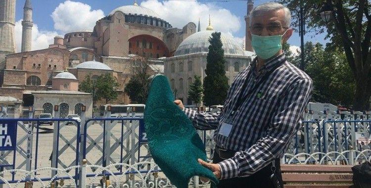 Ayasofya Cami'ne ördek başı yeşili halılar döşenmeye başlandı