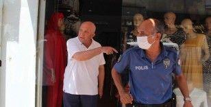 Yaşlı adam gaspçının elinden sopayla kurtuldu