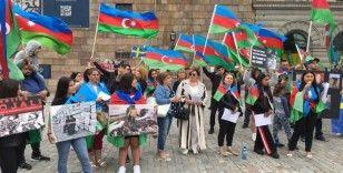 İsveç'teki Azerbaycanlılardan parlamento önünde Ermenistan protestosu