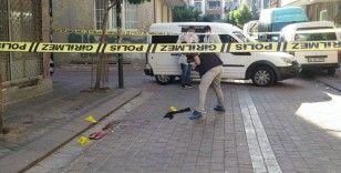 Zeytinburnu'nda sokak ortasında yaşları küçük iki kişi vuruldu