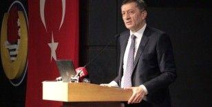 """Milli Eğitimi Bakanı Selçuk: """"Tercihlerinde meslek liselerine de yer ver"""""""