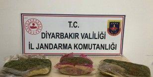 Diyarbakır'da durdurulan araçtan esrar çıktı