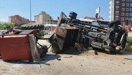 Kastamonu'da kamyon ile traktör çarpışarak devrildi