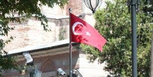 Ayasofya Camii'nin giriş kapılarına Türk Bayrakları asıldı