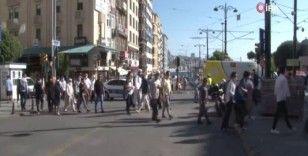 Vatandaşlar Sirkeci'den ilk namaz için Ayasofya Camii'ne akın etti