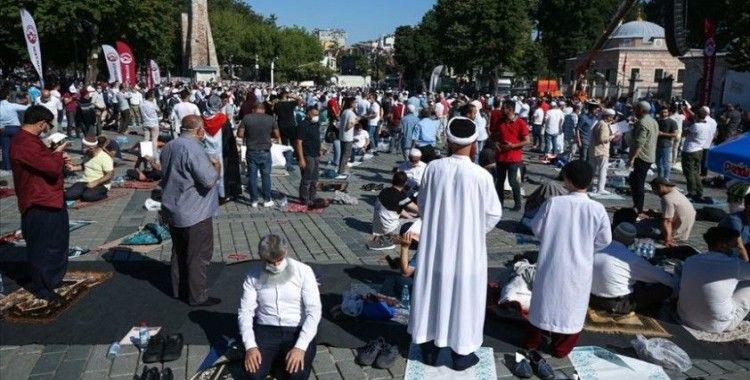 Ayasofya-i Kebir Cami-i Şerifi'nin açılışına 7'den 70'e vatandaşlardan yoğun ilgi