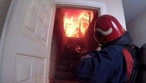 Aksiyon film sahnesi değil, itfaiye erlerinin yangına müdahalesi