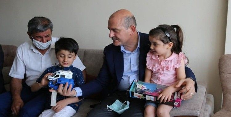 Bakan Soylu'dan şehit ikizlerin ailesine ziyaret