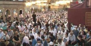 Ayasofya Camii öğle namazında doldu taştı