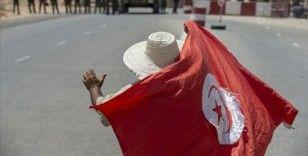 Tunus'ta hükümeti kurma görevi İçişleri Bakanı Hişam el-Meşişi'ye verildi