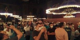 Ayasofya'ya ikinci gece de yoğun ilgi
