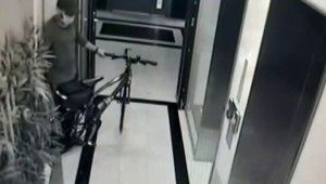 Kadıköy'de lüks bisikletleri çalan hırsız kamerada