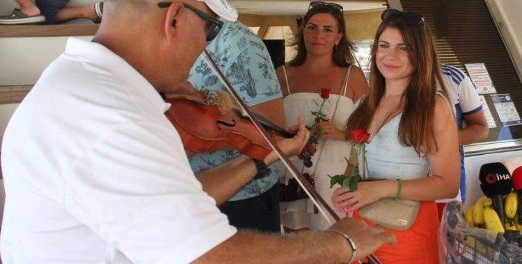 Antalya'daki lüks tekneler sezonu Ukraynalı turistlerle açtı