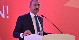 Adalet Bakanı Abdulhamit Gül, İslam İşbirliği Teşkilatı tarafından düzenlenen programa katıldı
