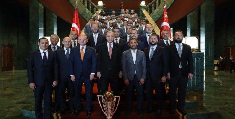 Erdoğan'dan Başakşehirli Elia'ya: Aferin, 4 çocuğun var