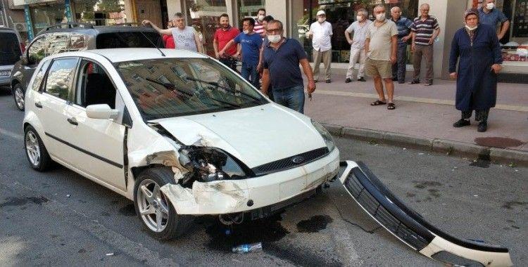 Otomobil 3 araca çarptı: 3 yaralı