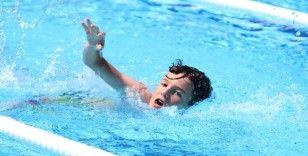 Çiftçi çocukları ilk kez havuzla buluştu