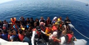 Yunanlılar tarafından geri itilen 60 düzensiz göçmen Türk Sahil Güvenlik ekipleri tarafından kurtarıldı