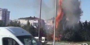 Ümraniye'de trafiği kilitleyen yangın