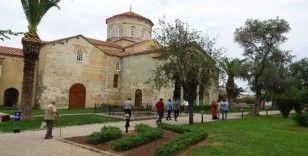 Ortahisar Ayasofya Camii ziyaretçilerini ağırlıyor