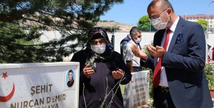 Teröristlerin katlettiği şehit Bedirhan bebek ve annesi Sivas'ta anıldı