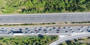 TEM Otoyolu'nda durma noktasına gelen trafik havadan görüntülendi