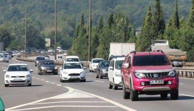 Sakarya TEM Otoyolu'nda bayram trafiği