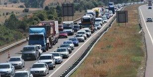 Gerede-Karadeniz Bağlantı Yolu'nda uzun araç kuyruğu oluştu