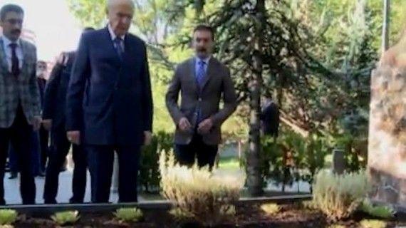 Devlet Bahçeli, merhum Alparslan Türkeş'in mezarını ziyaret etti