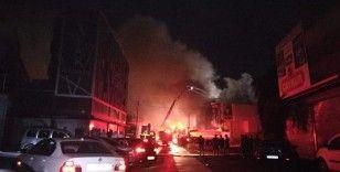 Kozmetik ürün dükkanında yangın: Küçük çapta patlama meydana geldi