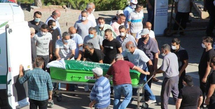Evlerinde öldürülen 4 kişilik aile son yolculuğuna uğurlandı