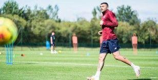 Burak Yılmaz Fransa'nın Lille takımı ile 2 yıllık sözleşme imzaladı
