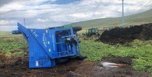 Ardahan'da şiddetli rüzgar ve hortum çatılara zarar verdi