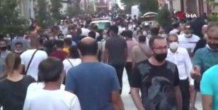 İstiklal Caddesi'nde dikkat çeken bayram yoğunluğu