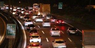 Tatilciler dönüş yoluna geçti 'kilit kavşak'ta trafik durma noktasına geldi