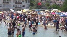 Silivri plajında sosyal mesafe unutuldu