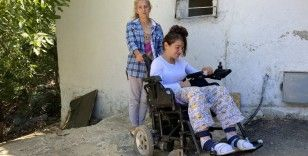 Rezidansın 6'ncı katından düşerek hayatı 4 duvar arasına sıkışan Zümrüt yardım bekliyor