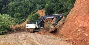 Trabzon'da heyelanda kapanan yollar ulaşıma açılıyor