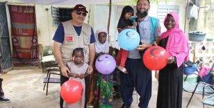 Cansuyu Derneği Mali'de yetimlerin yüzlerini güldürdü