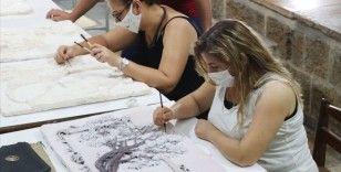 Kültür ve sanat evine çevrilen asırlık hamamda, taşlar sanat eserine dönüştürülüyor