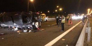 Düğüne giden kişileri taşıyan minibüs devrildi: 3'ü ağır 12 yaralı