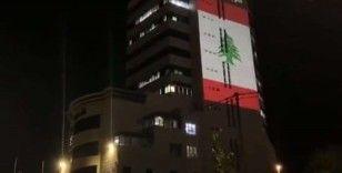 Filistin Radyo ve Televizyon binasına Lübnan bayrağı yansıtıldı