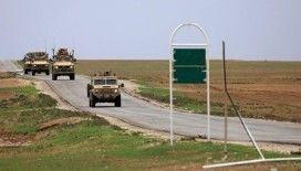 Suriye basını: Kimliği belirsiz kişiler Suriye'deki Amerikan askeri üssüne saldırdı